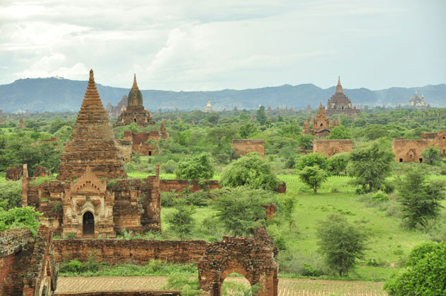 A small representation of some of the 4,000 ancient (1,000-1,200 AD) ruins that permeate the Bagan plain...
