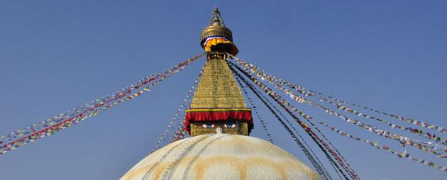 The magnificent Stupa at Bodnath near Kathmandu - the most vibrant & accessible Tibetan community in the world...  ネパール、カトマンドゥー近郊のボダナートに建つネパール最大のストゥパ。ボダナートは世界有数のチベット文化の中心地として発展を続けるエネルギーに満ちた地だ