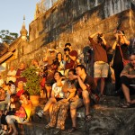 Sunset Crowd, Wat Phu Si