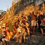 Sunset Crowd, Wat Phu Si
