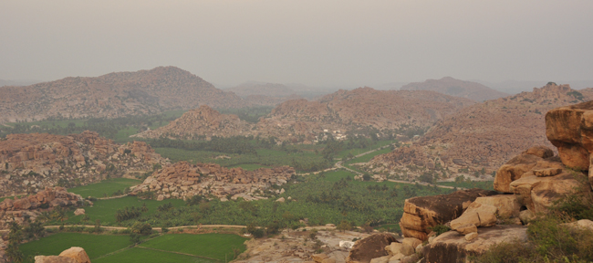 The beautiful rocky contrasts and horizons of Hampi. A perfect relaxation point among the myriad of ruins, temples, rice fields, rivers and lakes...
