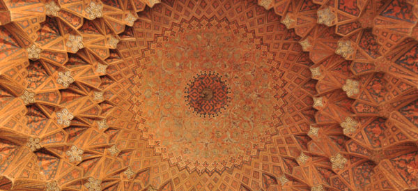 The intricacy, beauty and fractal detail of the great Iranian mosques is mesmerising, inspiring and incredibly humbling all at the same time. You could spend a lifetime just staring off into these ceilings, guess you would have to become a Muslim to do that though....hmm